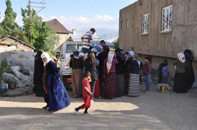 Konya Büyükşehir Belediyesi, Yüksekova'da 500 Aileye Gıda yardımında bulundu