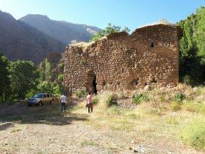 Tarihi Halil Kilisesine Ziyaretçi Akını