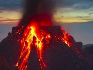 Endonezya'da yanardağ patladı: Çok sayıda yaralı var