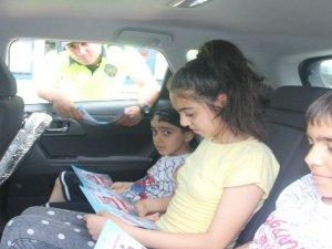 Hakkari polisi çocuklara 'sürücü karnesi' dağıttı