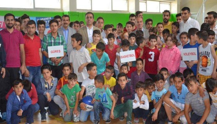 Yüksekova'da yaz okulları açıldı