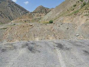 Köy Yollarına Kazılan Hendekler Vatandaşları Bezdirdi