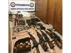 Yüksekova'da çok sayıda silah ve patlayıcı madde ele geçirildi