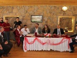 Vali Toprak, genç çiftin nikâh törenine katıldı