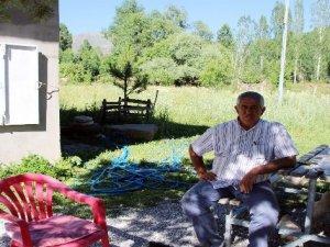 Vartolu çiftçi 48 yıldır gazete biriktiriyor