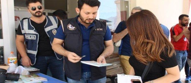 Hakkari'de öğrenciler terör konusunda bilgilendirildi