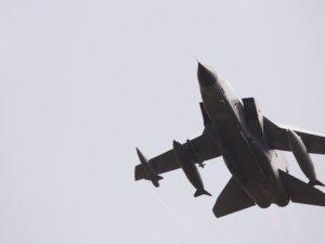 İsrail uçakları Gazze'yi vurdu