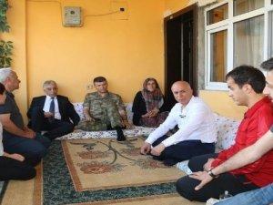 Vali Toprak'tan Özatak ailesine ziyaret