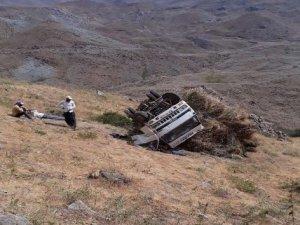 Hakkari'de ot yüklü kamyonet devrildi: 1 yaralı