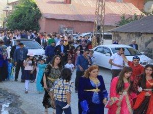 Hakkari'de festival gibi aşiret düğünü