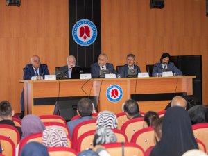 Hakkari'de Prof. Dr. Fuat Sezgin Yılı Konferansı Düzenlendi