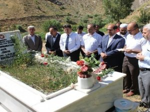Hakkari'de şehit mezarlıkları ziyaret edildi