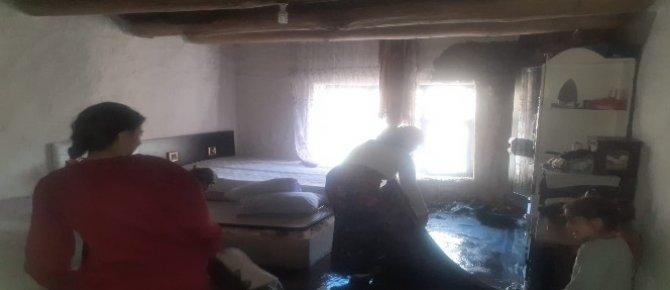 Evleri yanan yeni evli çift yardım eli bekliyor