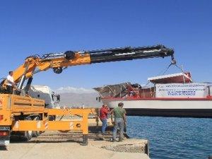 Van Gölü'nde deniz süpürgesiyle temizlik