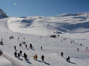Kayak merkezi, sporseverlerin akınına uğruyor