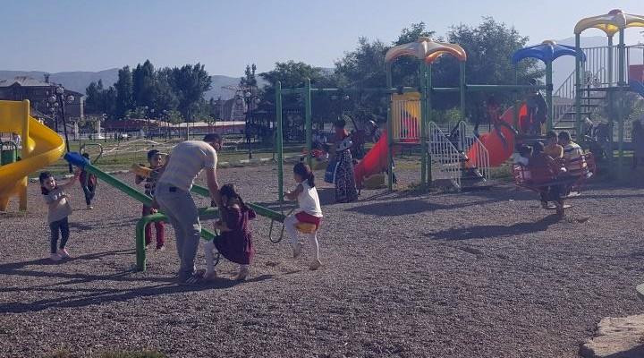 Yüksekova'da vatandaşlar parklara akın etti