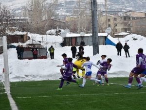 Hakkarigücü Spor, Karadeniz Ereğli Belediye Spor'u 3-0 yendi