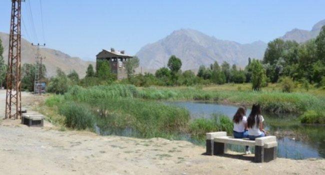 Sülük Göleti'nin etrafına oturma bankları yerleştirildi