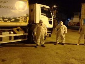 Temizlik işçilerine tulum, maske ve eldiven dağıtıldı