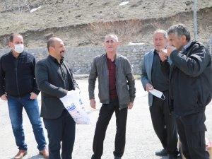 Muhtar Aksaç, Mahallesinde Ücretsiz Maske Dağıttı
