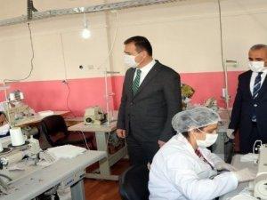 Hakkari'de günde 10 bin cerrahi maske üretiliyor