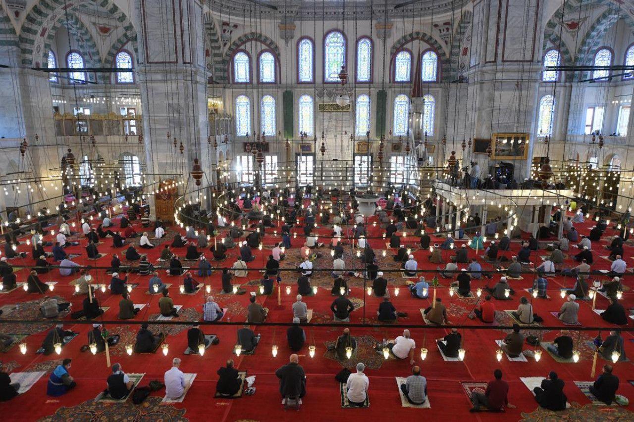 Cuma hutbesinde 'din istismarcılığı' uyarısı