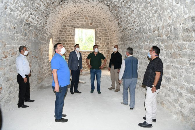 Vali Akbıyık, sınırda çeşitli ziyaretlerde bulundu