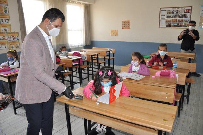 Okullara yıkanabilir 5 bin maske