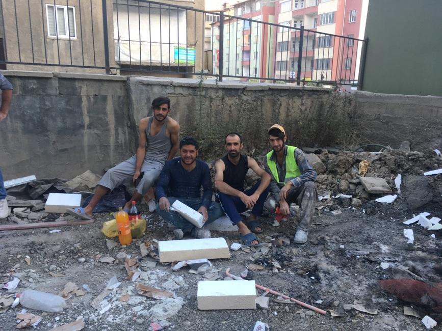Hakkari'de İnşaat İşçilerinin Zorlu Yaz Mesaisi
