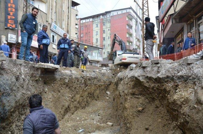 Yüksekova'da içme suyu çalışmaları devam ediyor