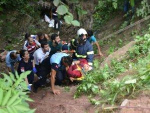 Fındık işçilerini taşıyan minibüs kaza yaptı: 17 yaralı