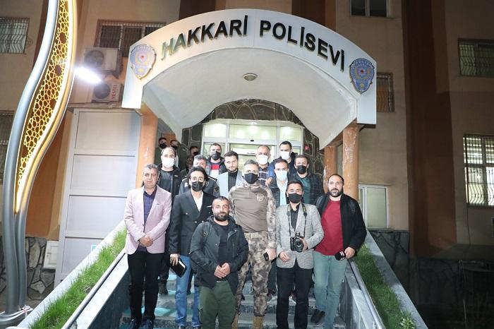 Hakkari'deki Gazetecilerle bir araya geldi