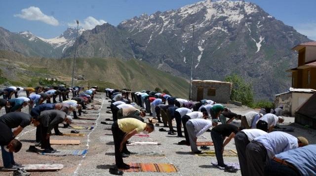 Hakkari'de bayram namazı camilerde kılınacak mı?