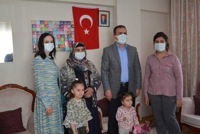 Vali Akbıyık'tan şehit ailesine ziyaret
