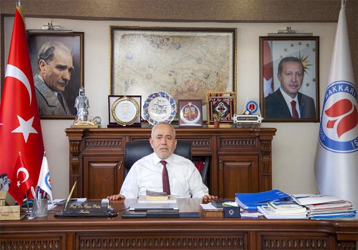 Hakkari Üniversitesi Rektör'ü Prof. Dr. Ömer Pakiş'in bayram mesajı
