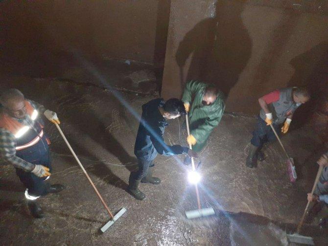 Hakkari'de su depoları ekiplerce temizlendi