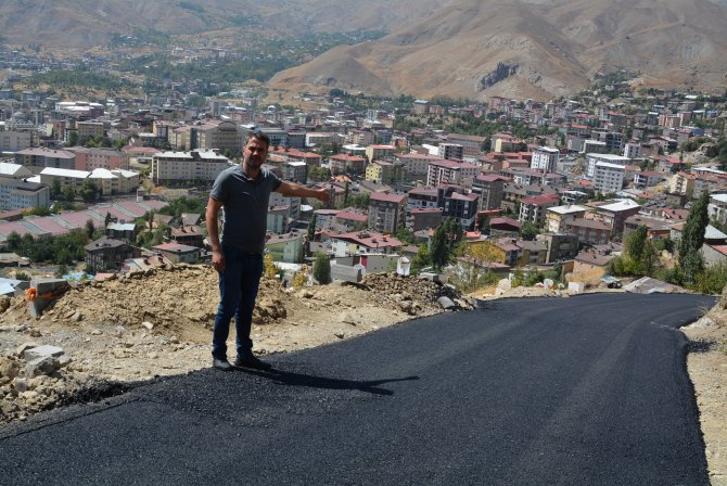 Hakkari'de ilk defa iki mezarlık yolu asfaltlandı