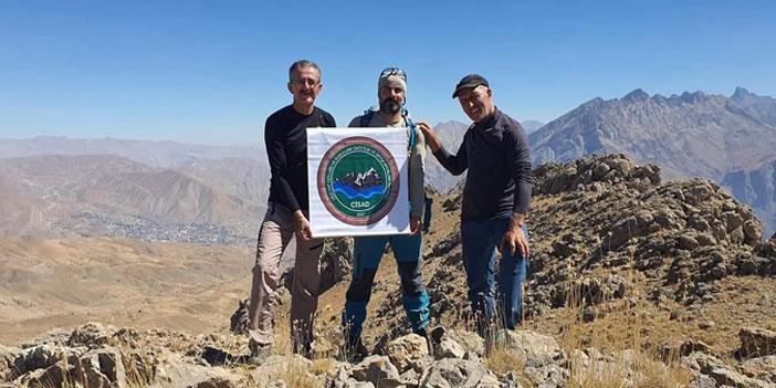 Hakkarili Dağcılar Mehed dağına tırmandı