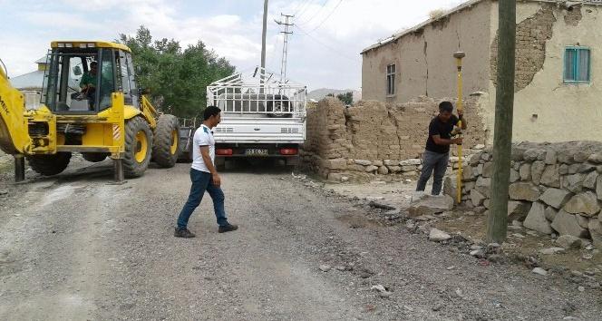 Çaldıran'da işgal edilen yollar tek tek açılıyor