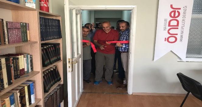 Hakkari'de 'Kitap Kafe Gençlik Merkezi' açıldı