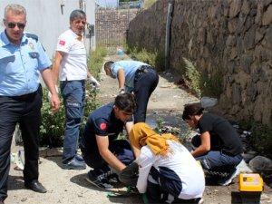 Foseptik çukuruna düşen vatandaşı polis kurtardı
