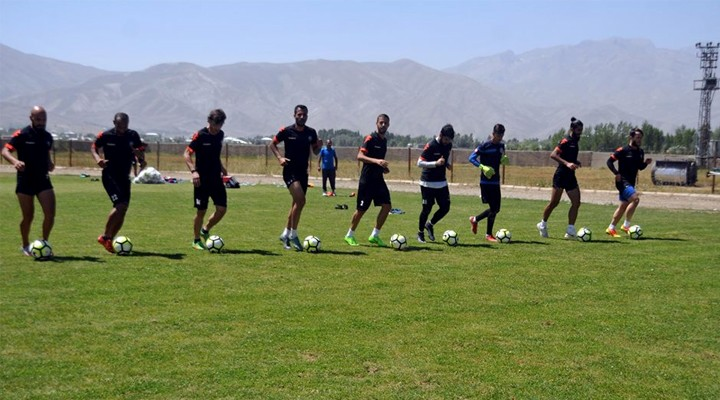 Yüksekova Belediyespor Türkiye Ziraat Kupasına Hazırlanıyor