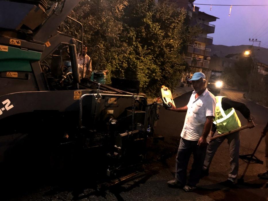 Hakkari'de Asfaltlama Çalışmaları Gece Gündüz Devam Ediyor