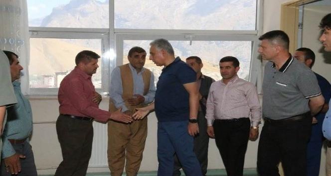 Vali Toprak yaralı polis ve korucuları ziyaret etti