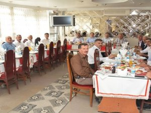 Başkan Epcim muhtarların yemek davetine katıldı