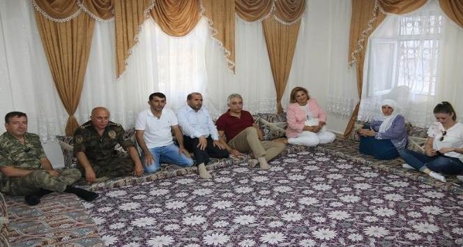 Vali Toprak, şehit aileleriyle bayramlaştı
