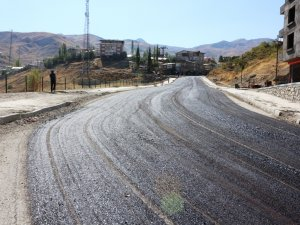 Hakkari'de Mahalle Yolları Asfaltlanıyor