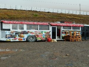 Yolcu otobüsünden seyyar lokanta yaptı
