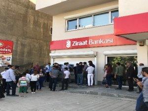 Yüksekova'da ATM kuyruğu