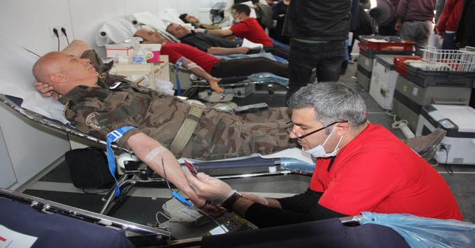 Hakkari'de beklenenin üzerinde kan bağışı yapıldı!